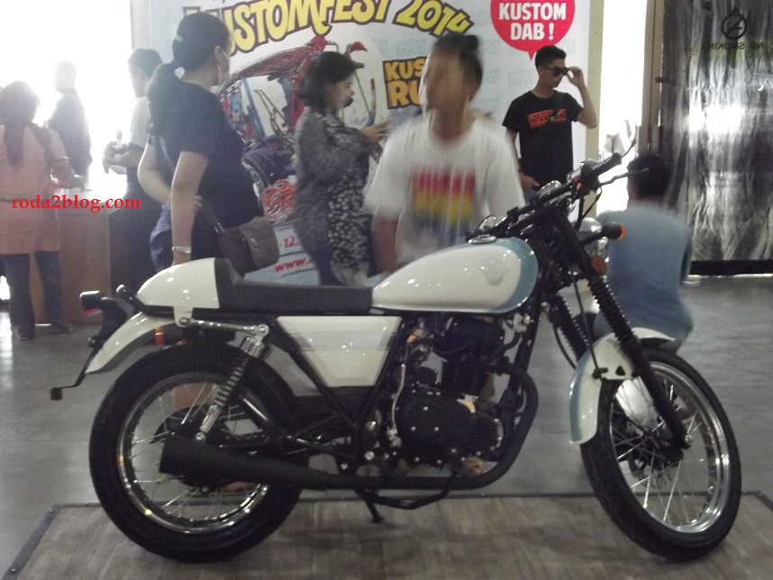 white cafe racer3
